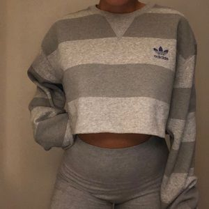 Cropped Adidas Sweater🌟